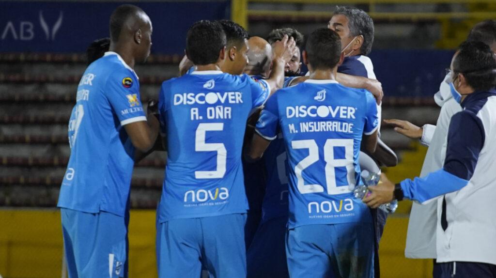 Universidad Católica derrota a Independiente y se mete en la pelea