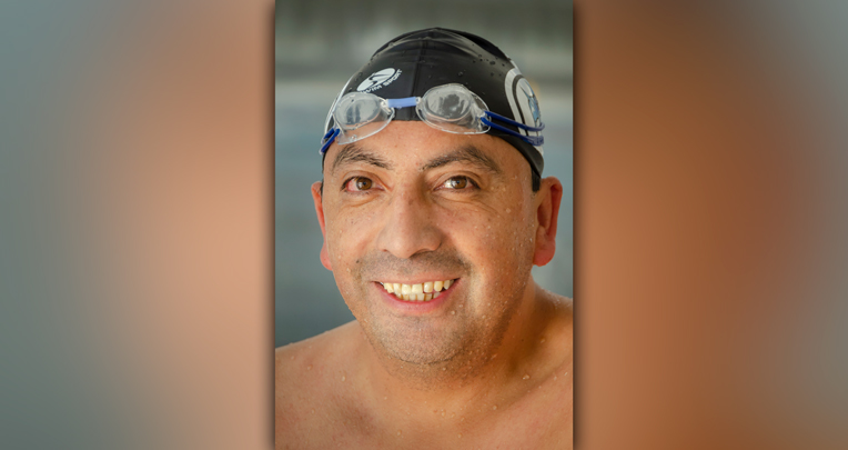 Joselo Flores ha enseñado a más de 1.800 personas a nadar.
