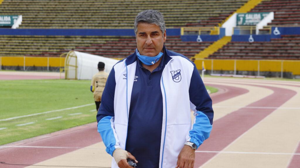 El técnico Santiago Escobar padece cáncer y se tratará en Medellín