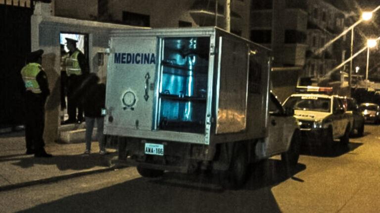 Imagen referencial del equipo de medicina legal de la Policía Nacional tomando el procedimiento de un asesinato.
