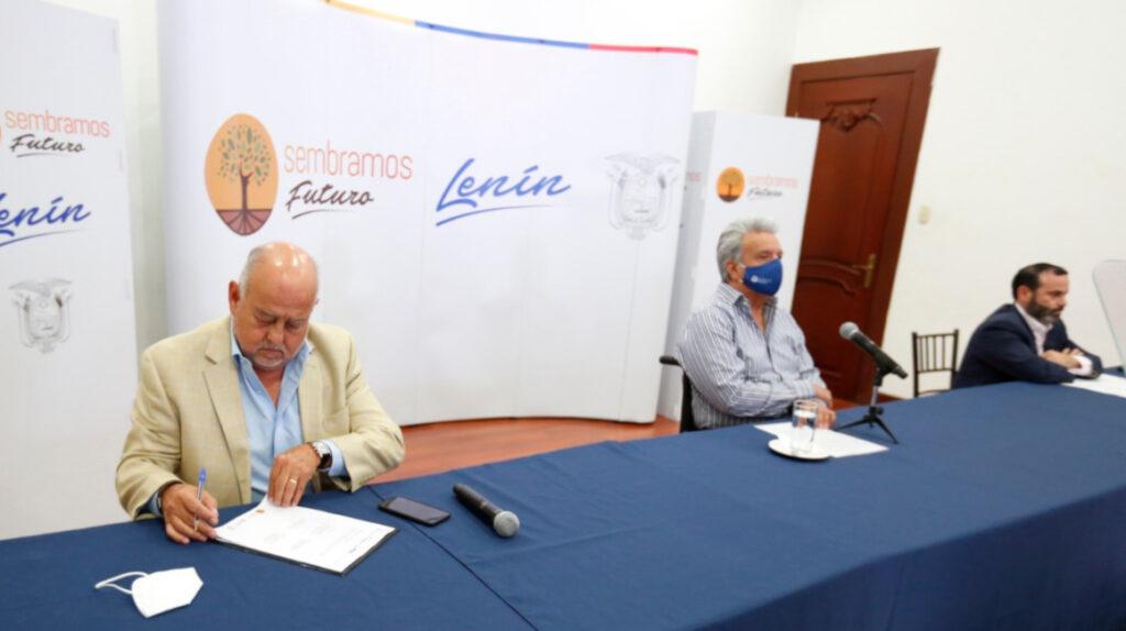Ecuador analiza emisión de bono productivo, asegura Ministro Pozo