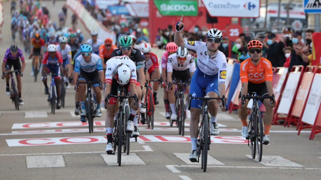 Sam Bennett se impone en el esprint y se lleva la Etapa 4 de la Vuelta