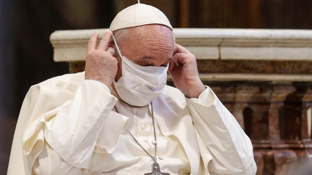 Papa recorta sueldos de  cardenales para evitar despidos en el Vaticano