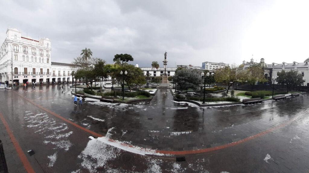 Las imágenes de la intensa lluvia que cayó en Quito