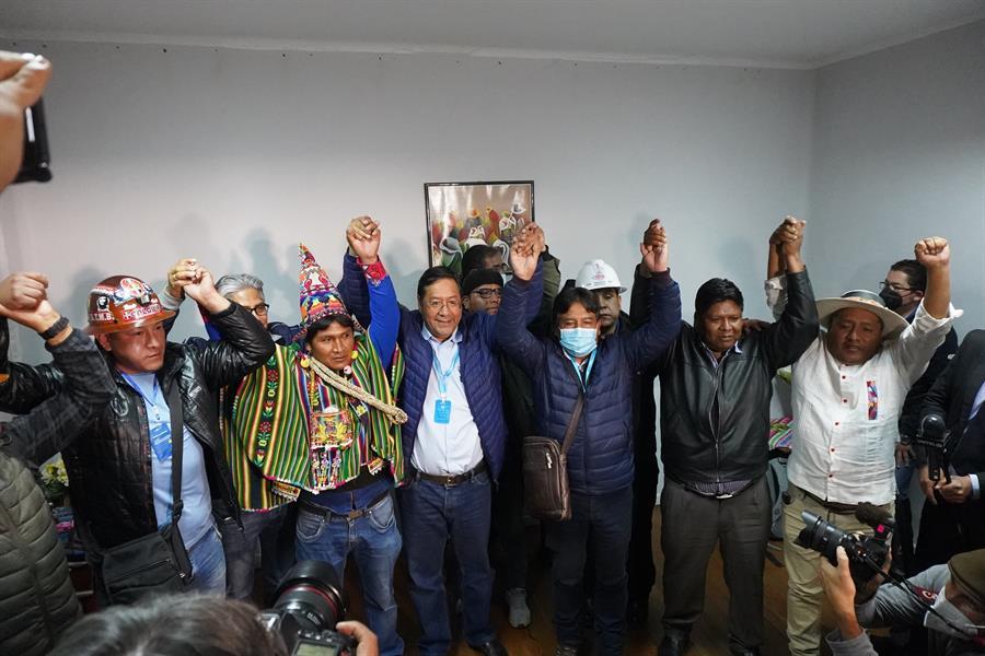 Bolivia: El candidato del MAS celebra su triunfo