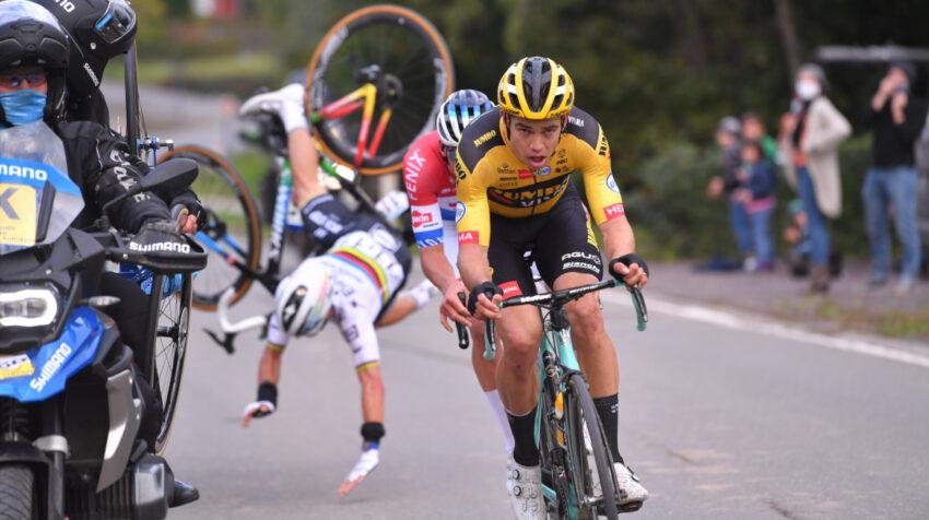 El momento preciso de la caída de Julian Alaphilippe en el Tour de Flandes, el domingo 18 de octubre de 2020.
