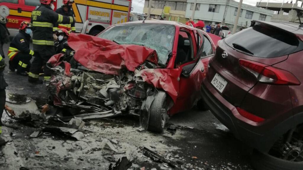Cuatro muertos y tres heridos en accidente de tránsito al sur de Quito