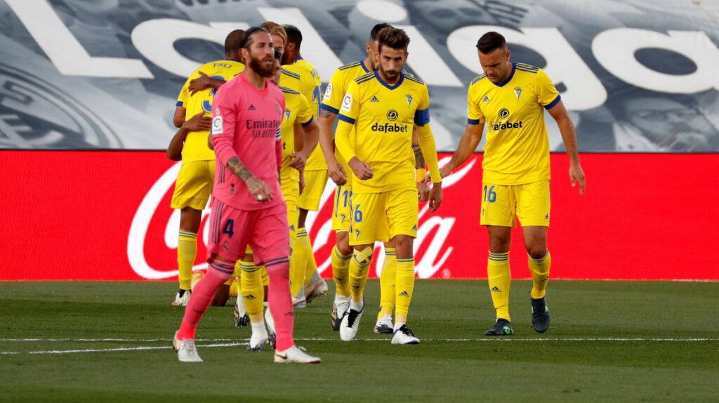 Real Madrid pierde ante recién ascendido Cádiz, Barcelona cae con el Getafe