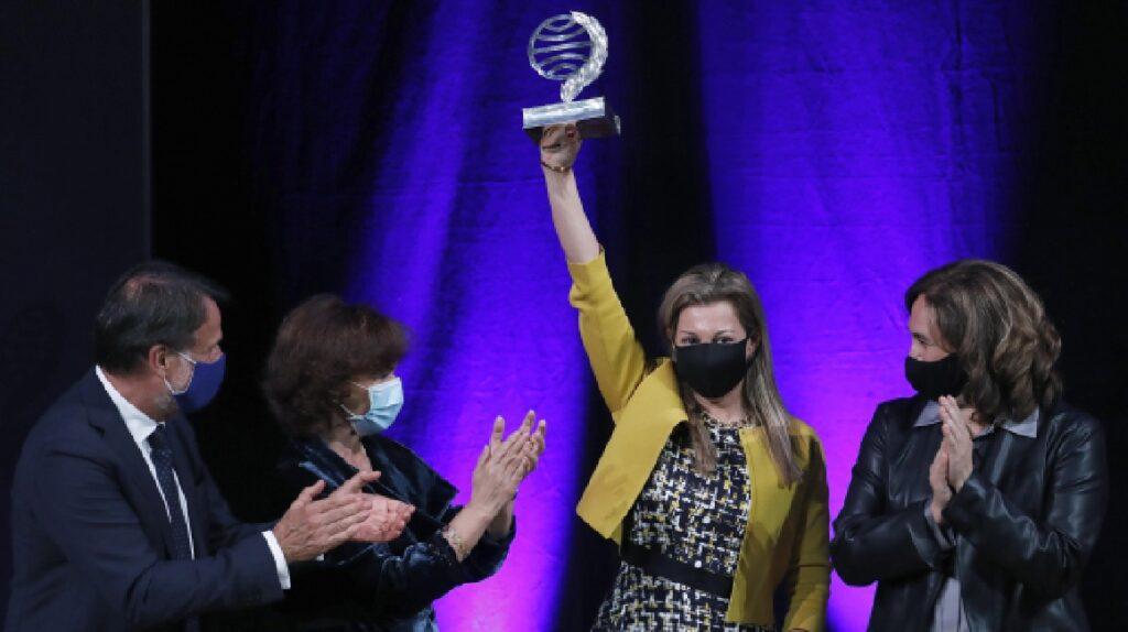 """Eva García Sáenz de Urturi gana el Premio Planeta con """"Aquitania"""""""