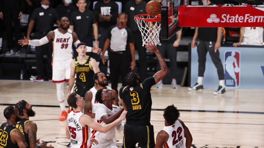 Jimmy Butler, con un doble triple, evita eliminación de los Heat