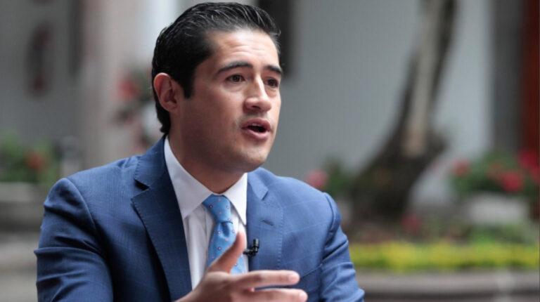 El Ministro de Finanzas, Richard Martínez, durante la suscripción del acuerdo entre el Gobierno y jubilados, para el pago de compensaciones jubilares, el 5 de octubre de 2020.