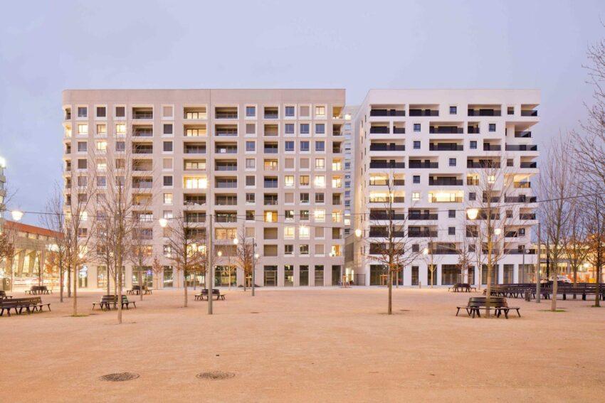 Lyon La confluence Ilot A3 consiste en dos edificios de viviendas sociales y uno par adquisición privada.
