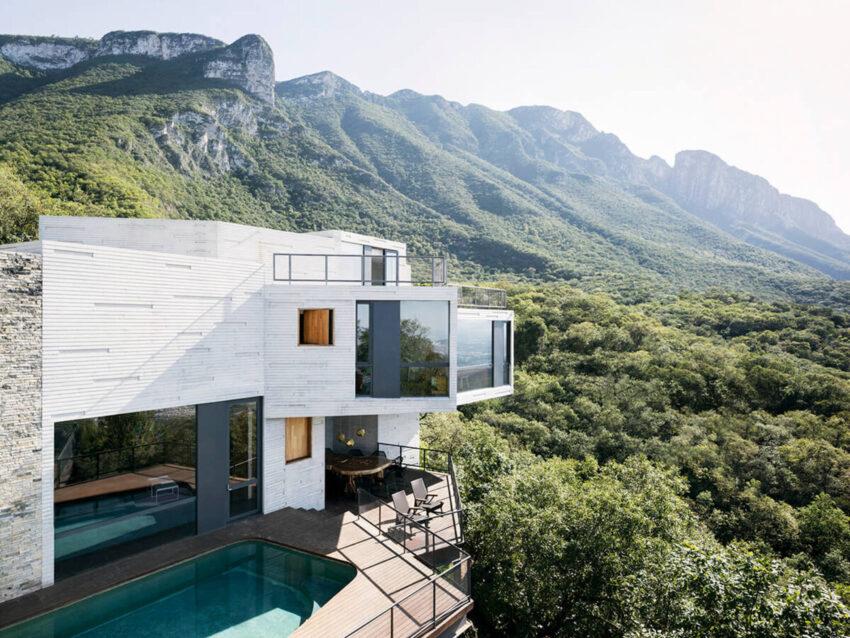 Casa Ventura es un proyecto ubicado en un sitio de más de dos acres y medio de terreno accidentado con grandes variaciones topográficas.
