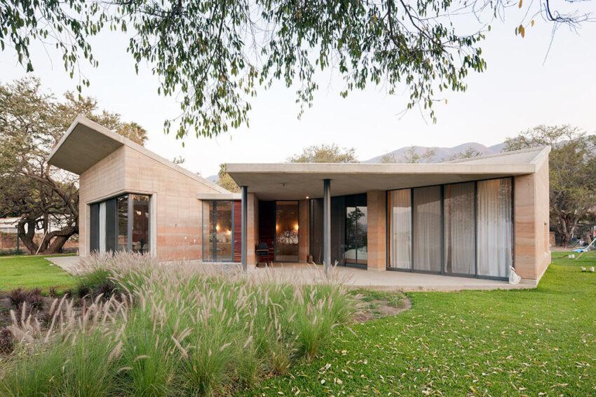 Ajijic House es una casa de verano adaptable, integrada, vernácula y de bajo mantenimiento.