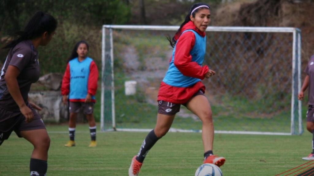 Madelin Riera, la goleadora de la Superliga llega a sus 50 anotaciones