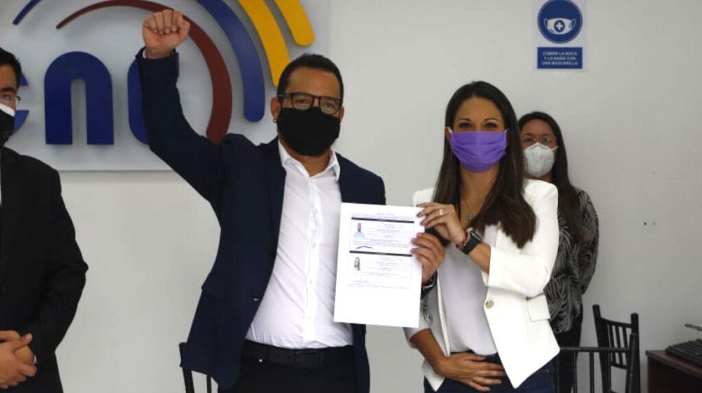 El binomio Velasco-Pesántez inscribe su candidatura en el CNE