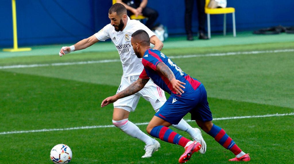 Vinicius y Benzema le dan el liderato en solitario al Real Madrid