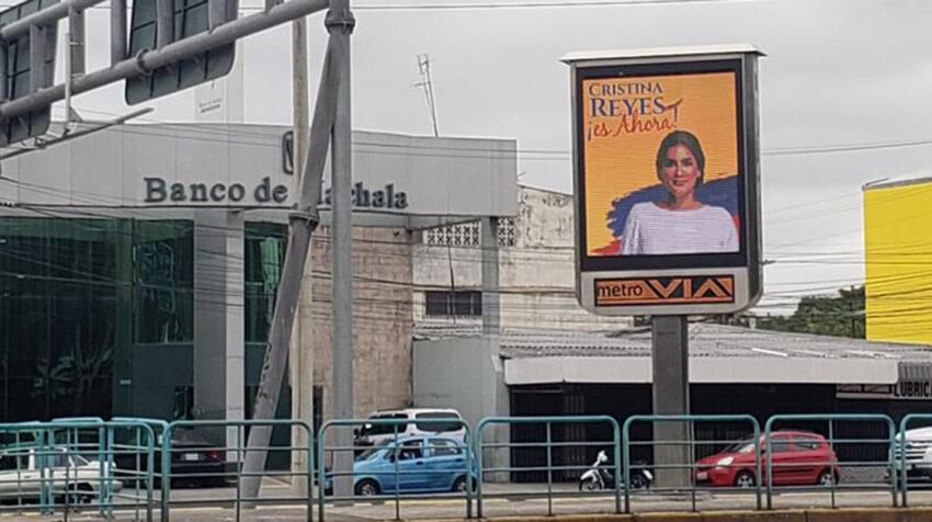 Vallas a favor de la fallida candidatura de Cristina Reyes a la Presidencia, en Guayaquil.