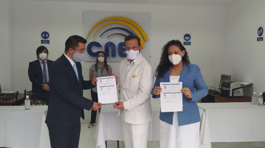 Ecuatoriano Unido inscribe al binomio Almeida-Villafuerte