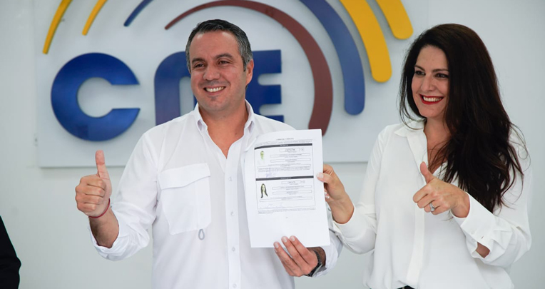 El binomio Celi-Sevilla, del Movimiento Suma, inscribe su candidatura en el CNE