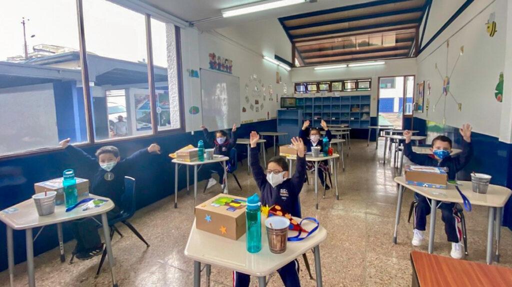 Tres colegios de Quito iniciaron plan piloto de retorno presencial a clases