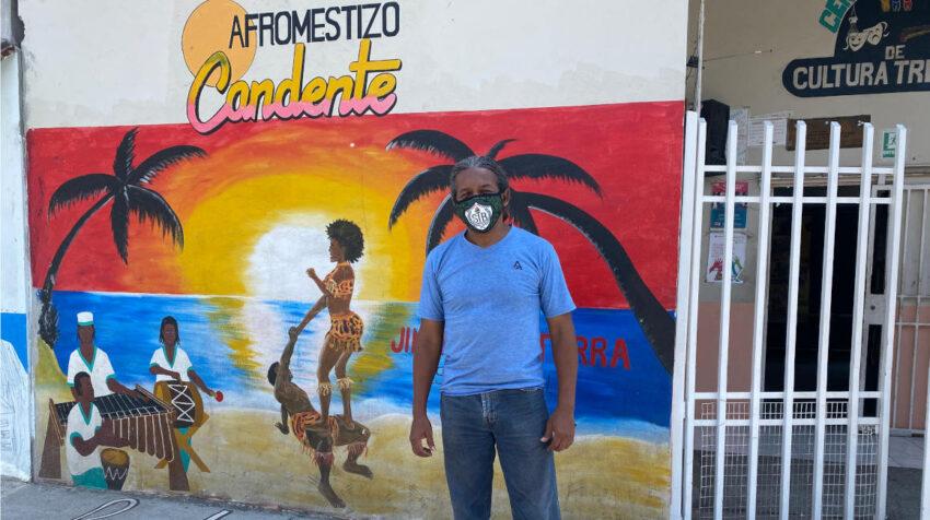 En el sector Isla Trinitaria, el activista cultural Jimmy Simisterra, intenta unir a la comunidad a través de la danza.