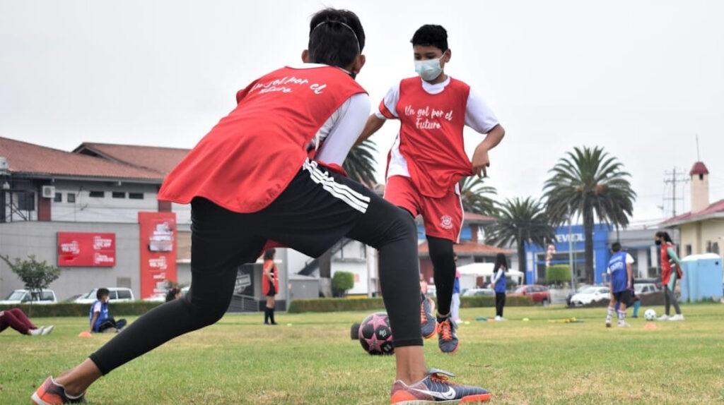 El fútbol, una salida para personas en situación de vulnerabilidad en Ecuador