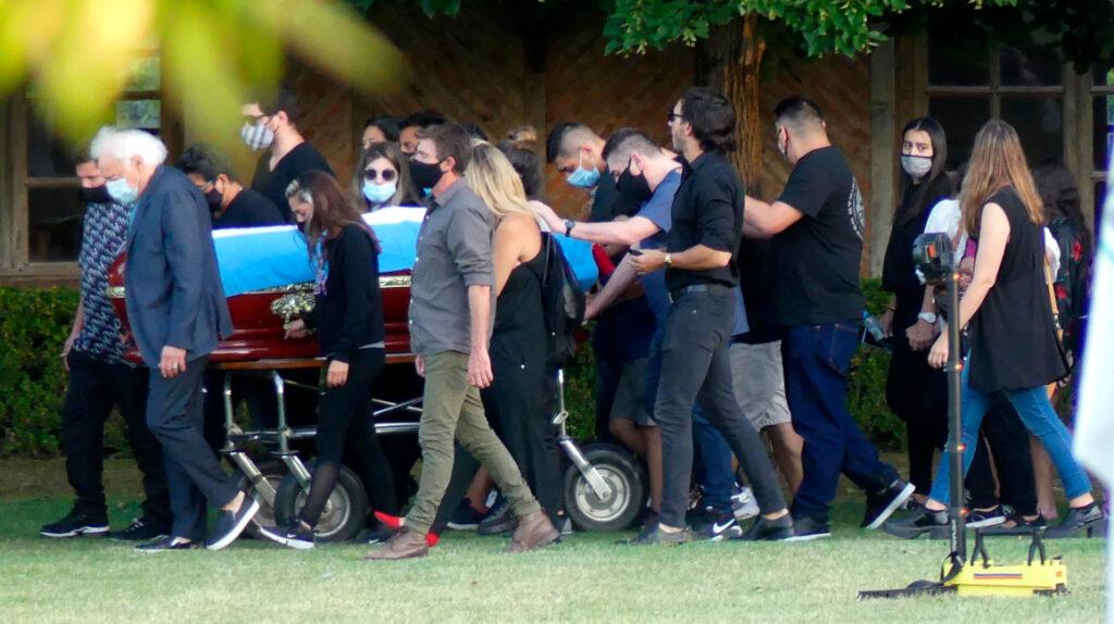 Maradona es enterrado en el cementerio Jardín Bella Vista, de Buenos Aires