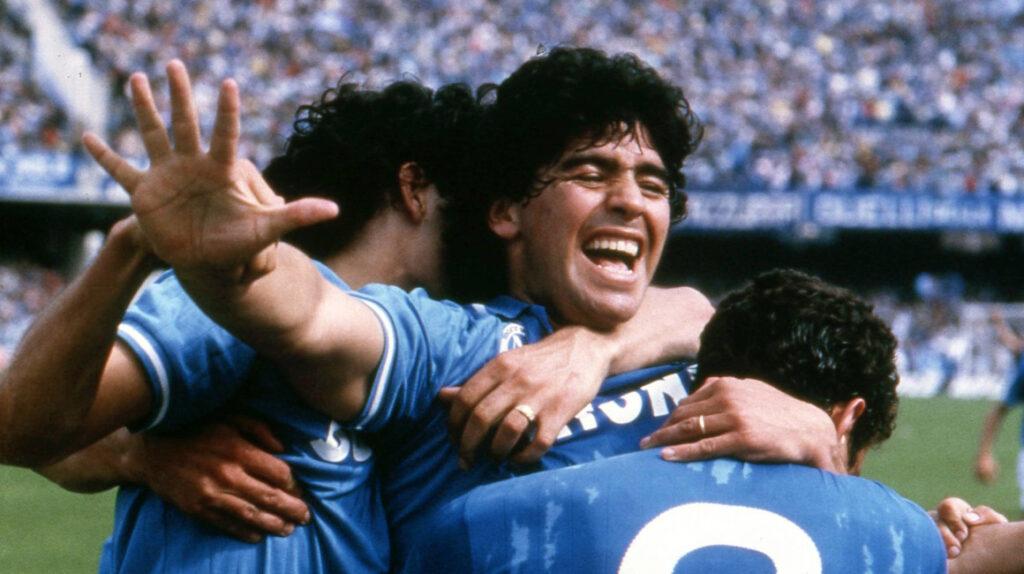 En honor a Maradona, el estadio del Nápoles llevará su nombre y los jugadores vestirán la '10'