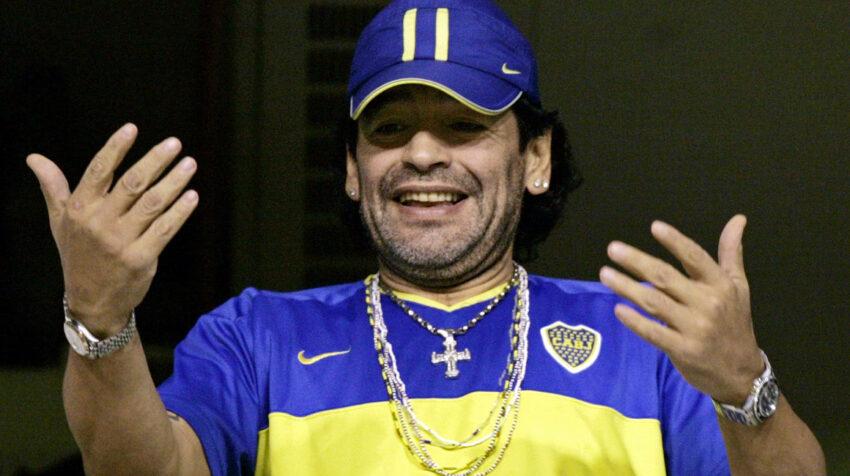 Diego Maradona durante un partido de Boca Juniors y Arsenal en el estadio La Bombonera de Buenos Aires, el 16 de  Abril de 2006.