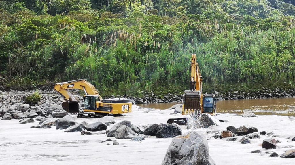 Lluvia sabotea trabajos para controlar erosión en el río Coca