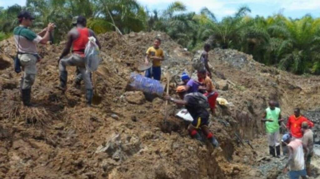 Riesgos: cinco muertos por colapso de una mina ilegal en San Lorenzo