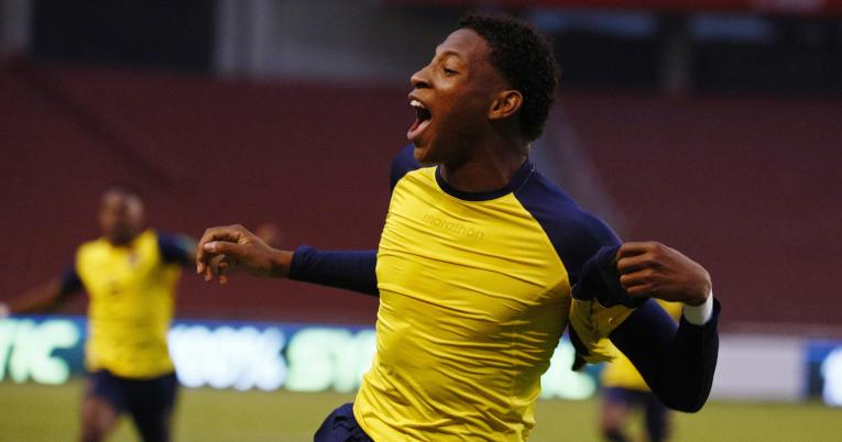 Gonzalo Plata festeja el quinto gol de Ecuador ante Colombia, el 17 de noviembre de 2020.