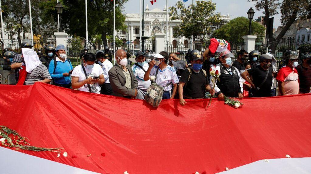 Sagasti asume con el reto de calmar a Perú
