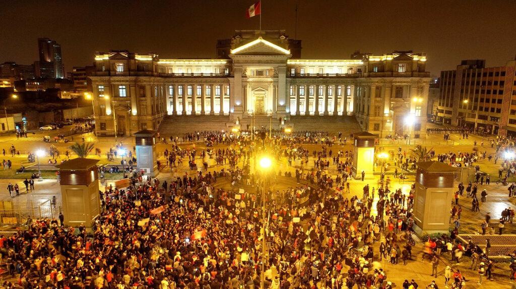 Crisis en Perú: fallecidos y protestas contra presidente Merino