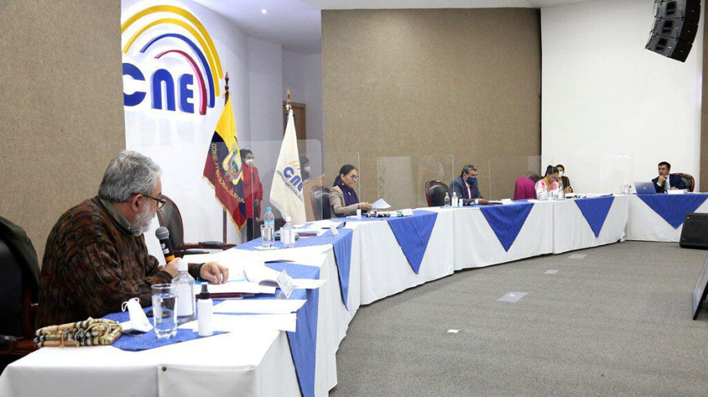 Reconsideración del CNE pone en problemas la candidatura de Álvaro Noboa
