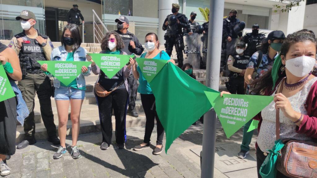 Grupos feministas insisten en despenalización del aborto por violación