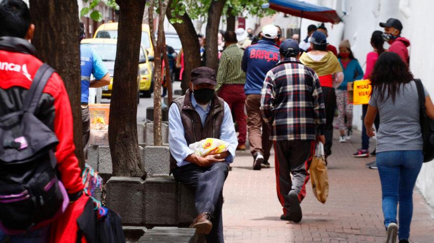 Personas en el Centro Histórico de Quito, el 21 de octubre de 2020.