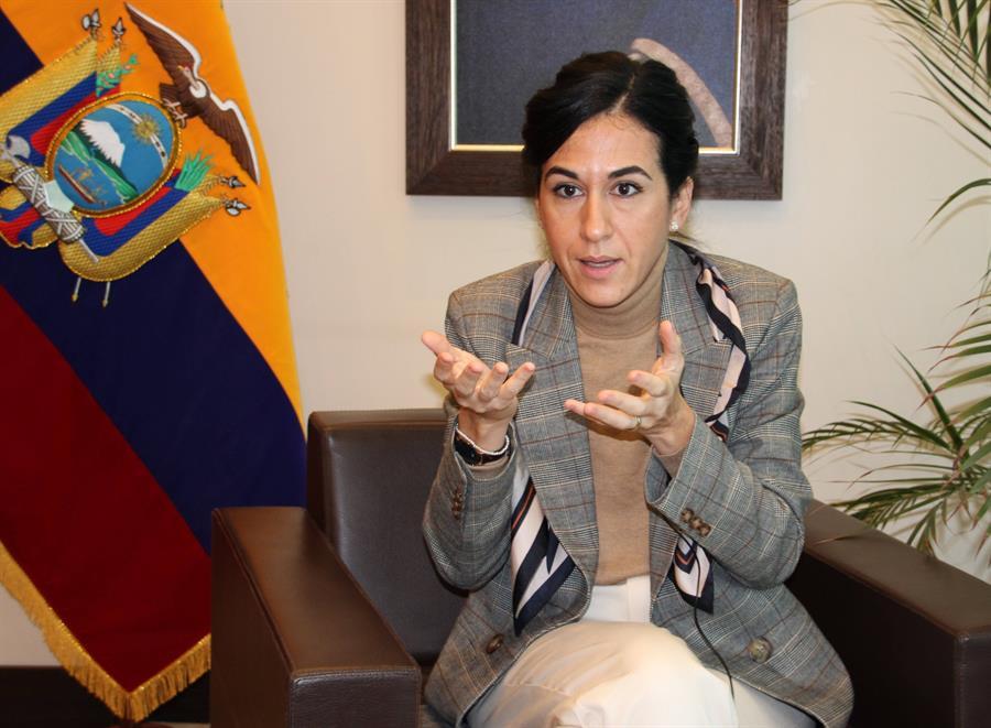 Vicepresidenta visita en España hospital donde tratan a ecuatorianos