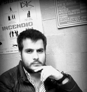 El poeta y editor Augusto Rodríguez, director del Festival de Poesía Ileana Espinel.