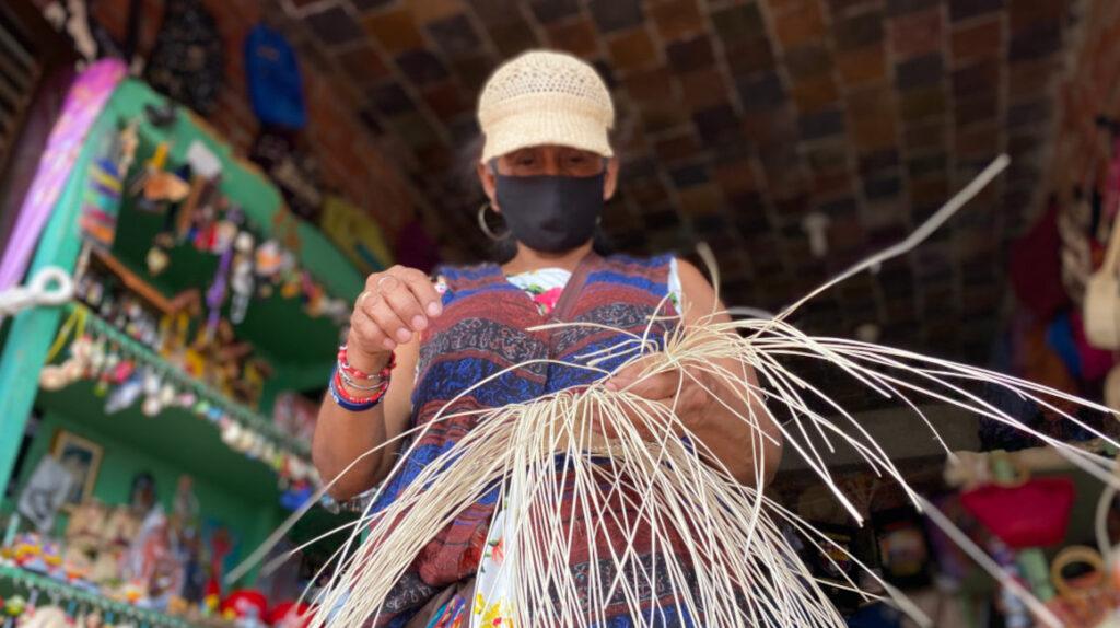 Artesanos manabitas luchan por sobrevivir a la pandemia y al olvido