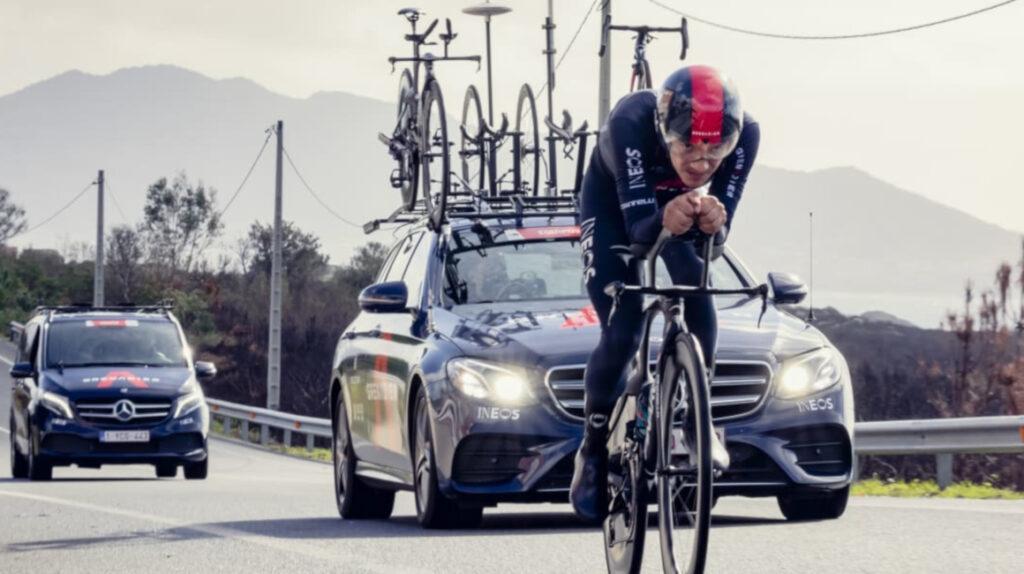Richard Carapaz entrenó en la bicicleta de crono en el día de descanso