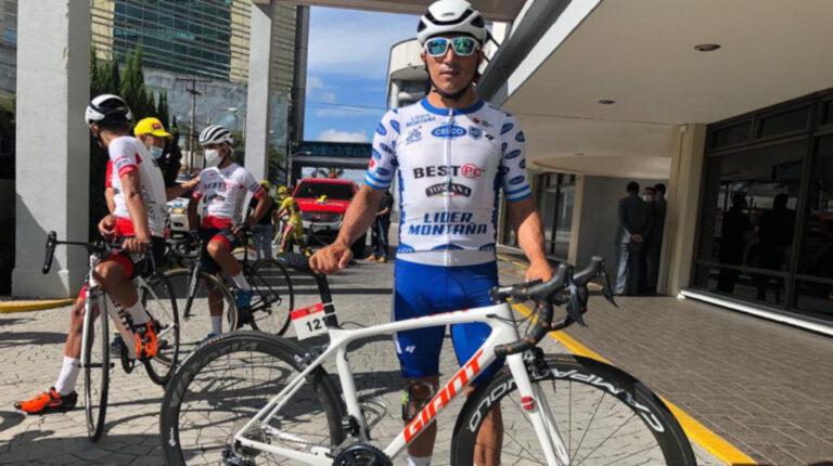 Byron Guamá con la camiseta de líder de la montaña de la Vuelta a Guatemala 2020.