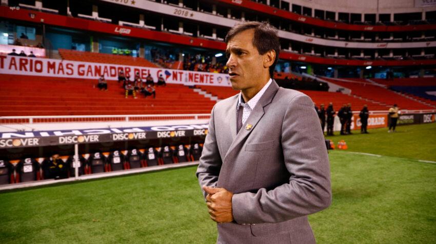 Fabián Bustos, entrenador de Barcelona, previo al inicio del partido en Casa Blanca donde disputó una final con el club guayaquileño por primera vez.