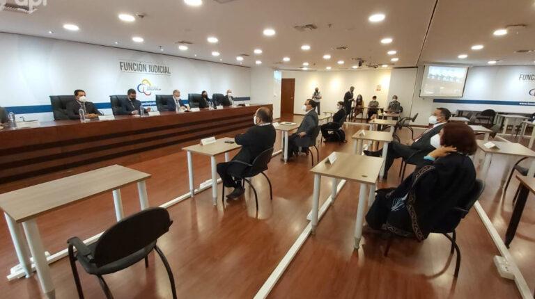 En las instalaciones del Consejo de la Judicatura, en Quito, se inició el proceso de prueba teórica a los aspirantes a jueces nacionales, el 27 de diciembre de 2020.