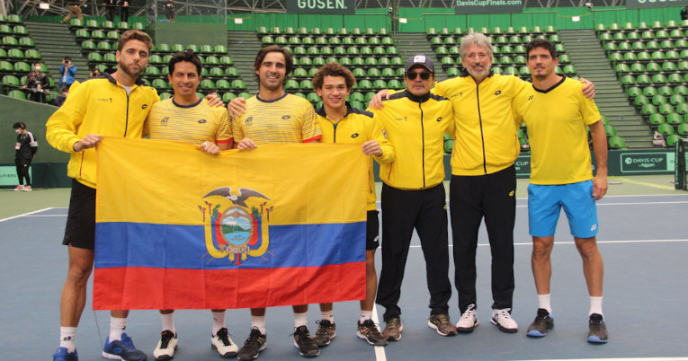 El equipo ecuatoriano luego de conseguir el pase a las Finales de la Copa Davis