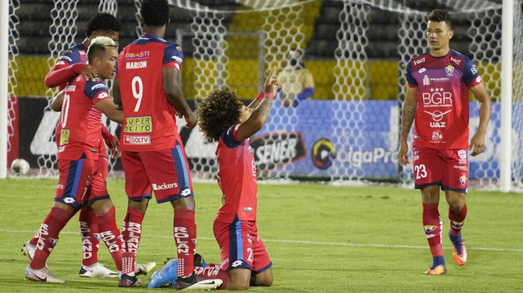 El Nacional y Liga de Portoviejo ganan y se aferran a la Serie A