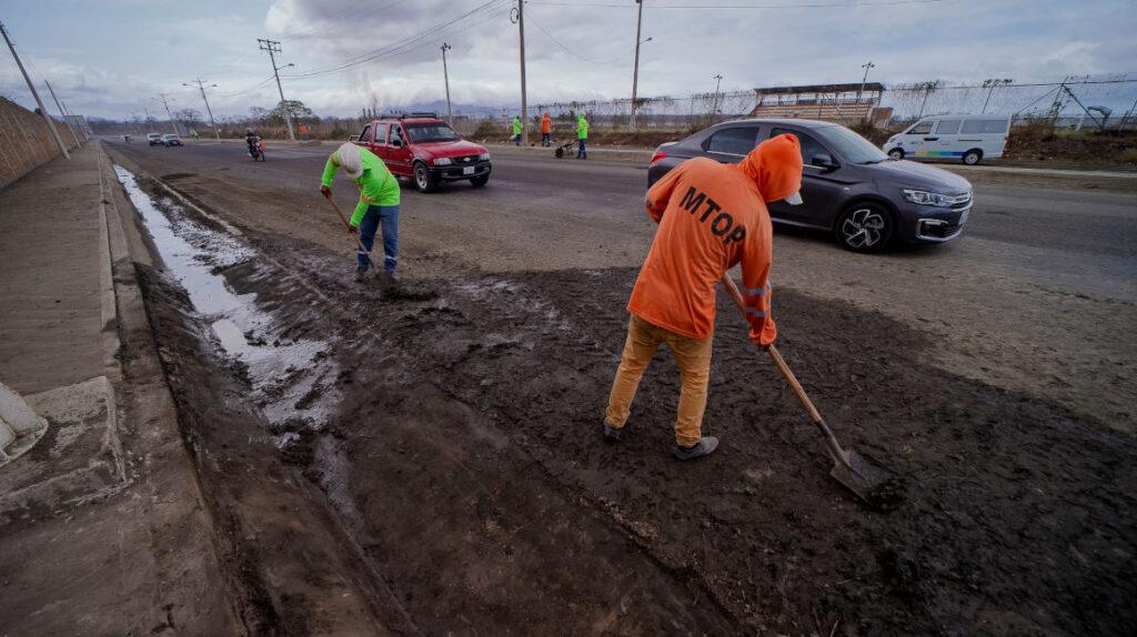 Ministerio de Transporte empezó obras 'parche' en la vía más cara del país