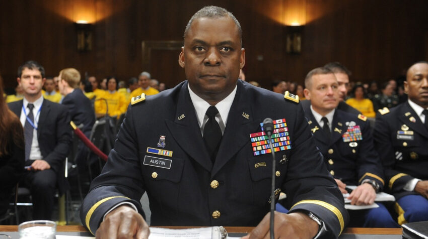 General Lloyd James Austin III, en una foto de archivo de febrero de 2011.