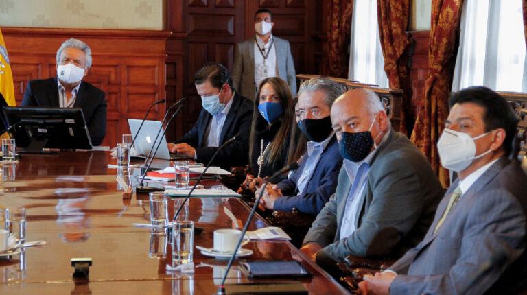 El presidente de la República, Lenín Moreno, durante una reunión con varios ministros en el Palacio de Carondelet, el 3 de diciembre de 2020.